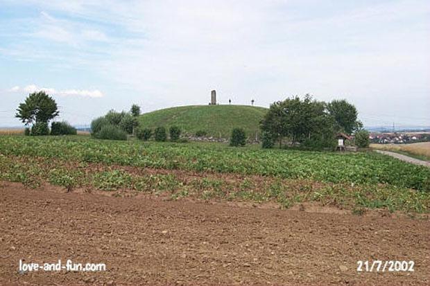 Celtic Museum Hochdorf  Hochdorf-tumulus-celtic-burial-mound