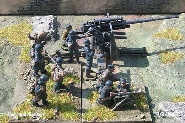 Luftwaffe Jägers provide infantry cover for an 8,8 cm FlaK 36, 20 mm Figuras Platoon 20