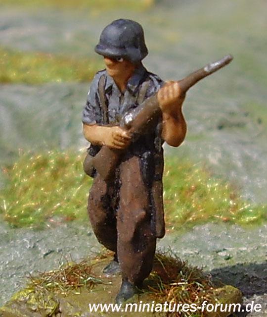 German soldier, avanzando