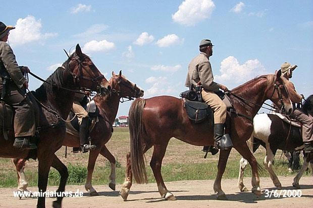 Confederate cavalry marchando