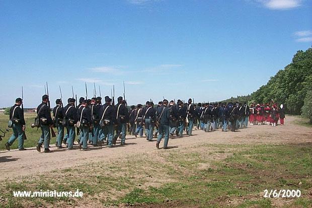 US Infantry y Zuavos, marchando