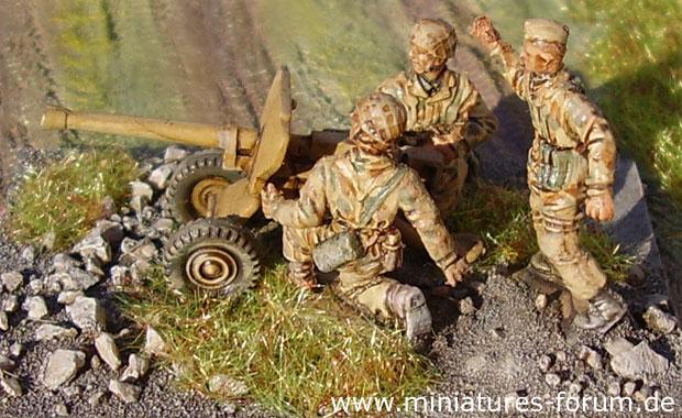 Paracadutisti tedeschi in uniforme mimetica Sumpfmuster tan aqueous