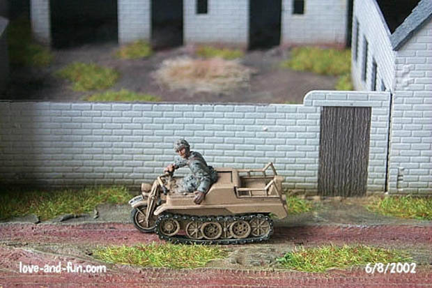 NSU Kettenkrad driven by a Fallschirmjäger, 1:72 Model Kit Hasegawa MT13